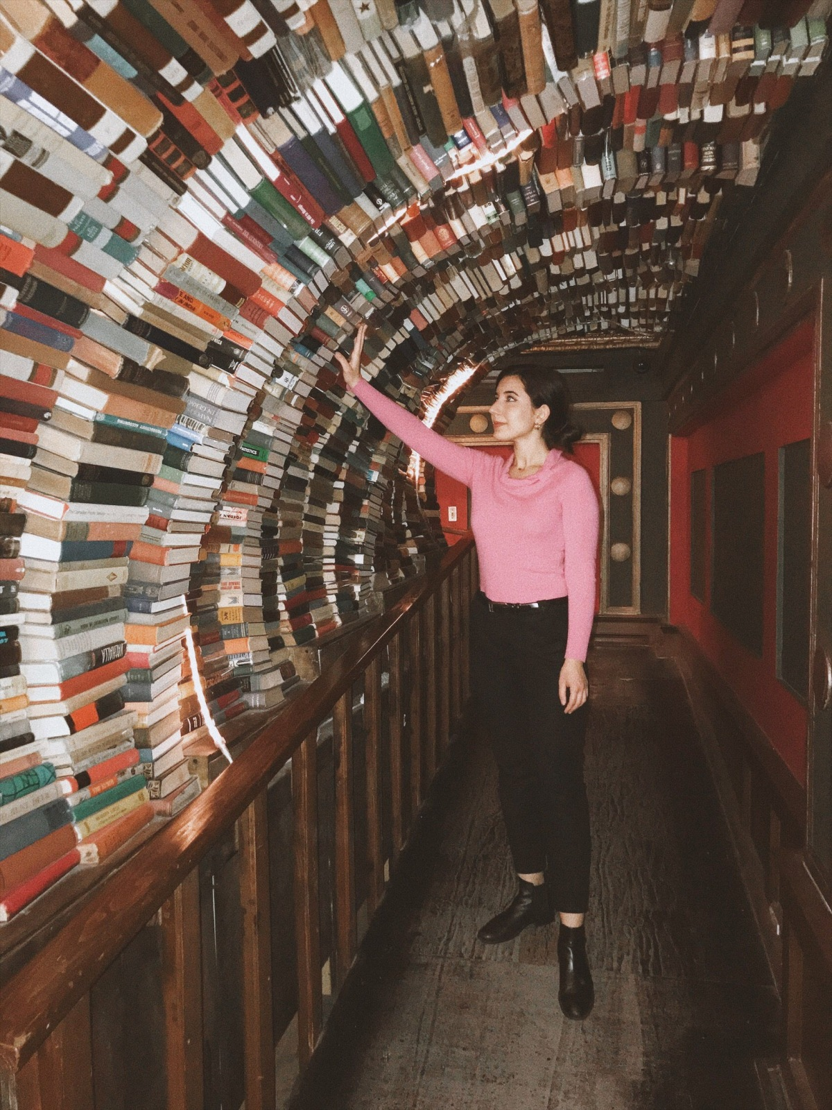 The Last Bookstore, Downtown Los Angeles, DTLA , style blogger, lifestyle blogger, fashion blogger, lookbook, ootd, book arch