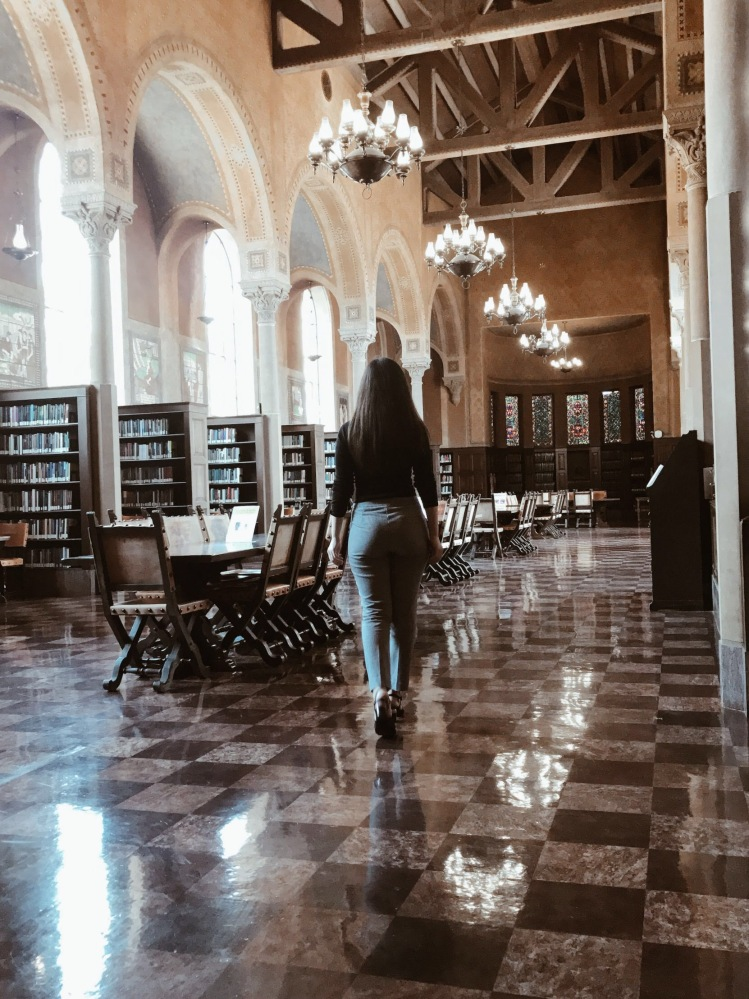 USC Hoose Library of Philosophy, USC, university library, 19th century library, interiors, architecture, lookbook, fashion blogger, style blogger, book blogger, bibliophile, ootd