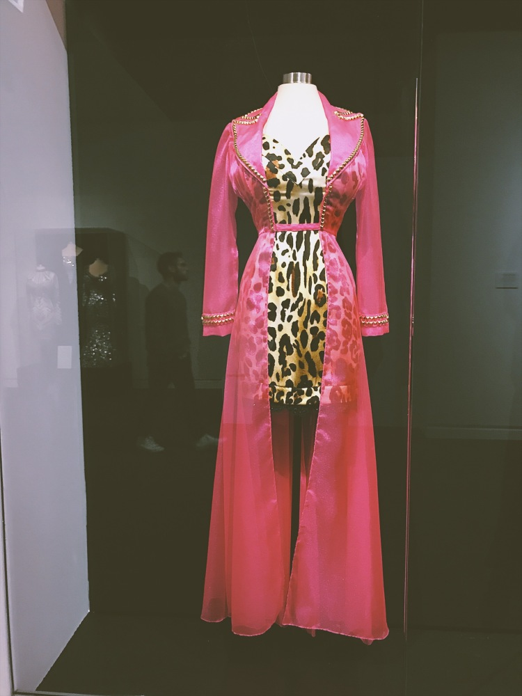 Diamond In A Rhinestone World: The Costumes Of Dolly Parton