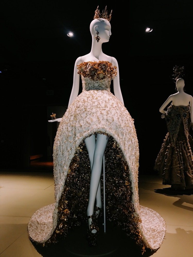 Guo Pei, Bowers Museum, Orange County, Chinese couture, haute couture, Chambre Syndicale de la Haute Couture, Paris fashion week, fashion week, fashion exhibition, museum exhibition, embroidery, Guo Pei, Guo Pei Encounter, Guo Pei 1002 Nights, fashion designer