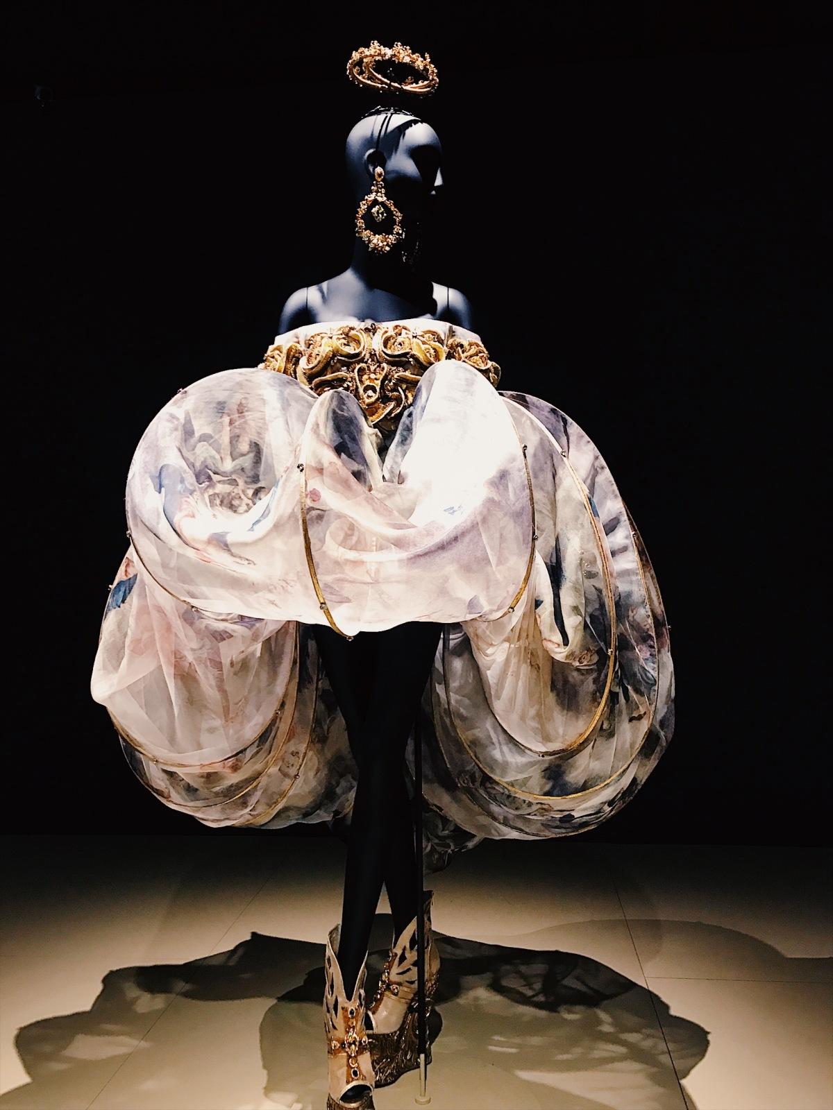 Guo Pei, Bowers Museum, Orange County, Chinese couture, haute couture, Chambre Syndicale de la Haute Couture, Paris fashion week, fashion week, fashion exhibition, museum exhibition, embroidery, Guo Pei, Guo Pei Encounter, Guo Pei 1002 Nights, fashion designer