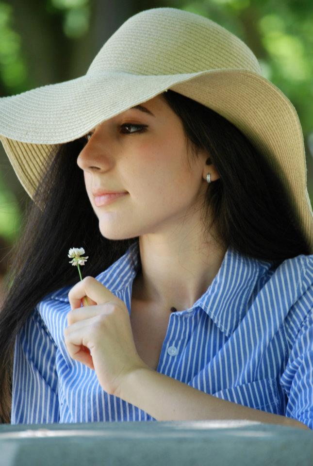 new year, new decade, 10 year challenge, fashion, personal style, fashion blogger, self reflection, self growth, what I wore, wardrobe choices, preppy, preppy style, button down, floppy hat