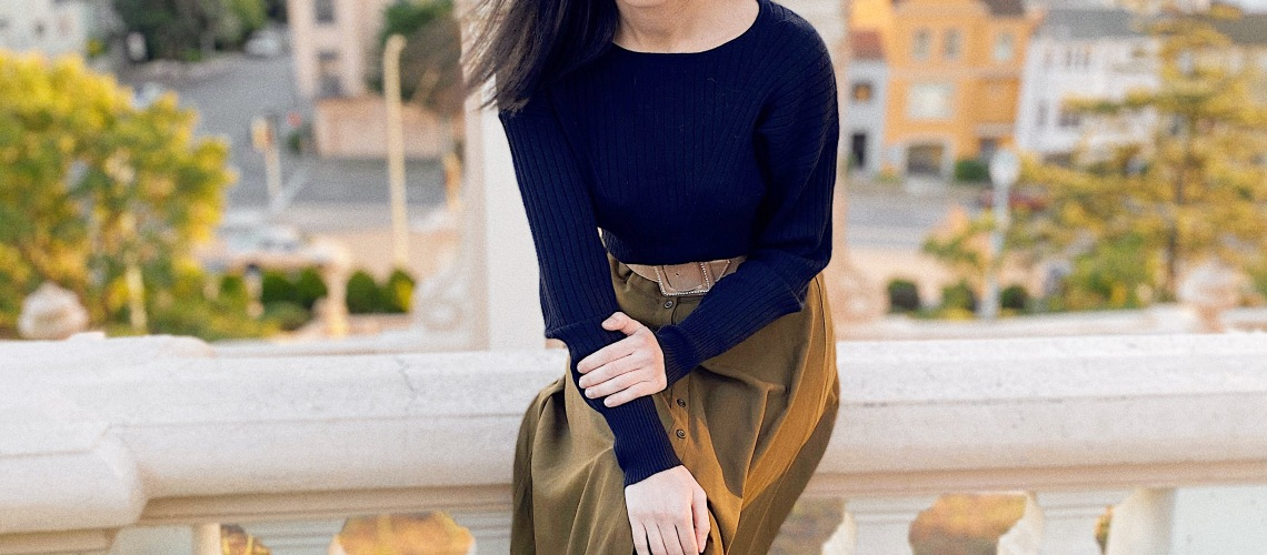 Jackie Kennedy style, Jackie-O style, Jackie Kennedy outfit, Tahari, black sweater, button down skirt, vintage belt, vintage style, vintage fashion, outfit of the day, ootd, minimalist style, pearl earrings, vintage earrings, San Francisco, San Francisco style, seventies style, '70s style